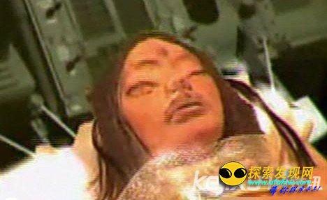 美阿波罗号从月球带回神秘三眼女尸