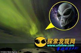 """冰岛夜空神秘北极光美景惊现""""外星人"""""""