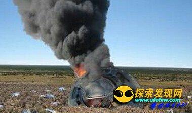 不明飞行物坠落 烧焦尸体是外星人的?