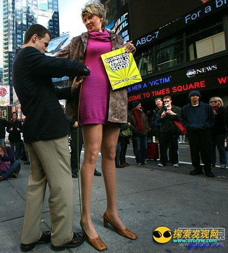 世界上腿最长的女人