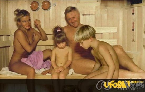 年轻妈妈的秘密性教育;赤身裸体给儿子性教育