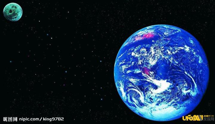 僵尸行星是第一颗可以在可见光下直接被拍摄成像的外来行星,它围绕恒星北落师门运转,北落师门在距地球25光年远的南鱼座上。天文学家吃惊地发现僵尸行星环绕的碎片带的宽度超过此前预计,在140亿到200亿英里(约合225亿公里到320亿公里)之间。根据天文学家的计算,僵尸行星沿着一条与众不同的椭圆形轨道运行,导致其穿过巨大的尘环,进而造成破坏。还有一说法是在2005年,科学家们发现北落师门这颗年轻恒星周围,有一个富含尘埃的碎屑盘。在这个碎屑盘里,有一条边界清晰的尘埃带,而且尘埃带的中心并不在那颗恒星上。于是天文学