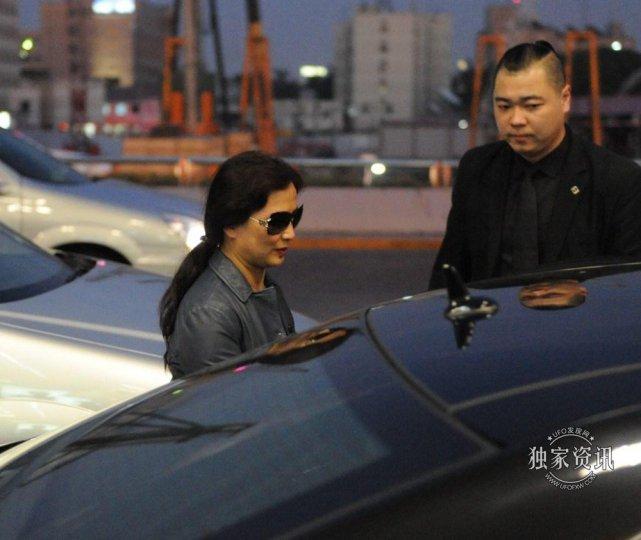 刘亦菲和她妈妈的照片,竟和神仙姐姐一样漂亮