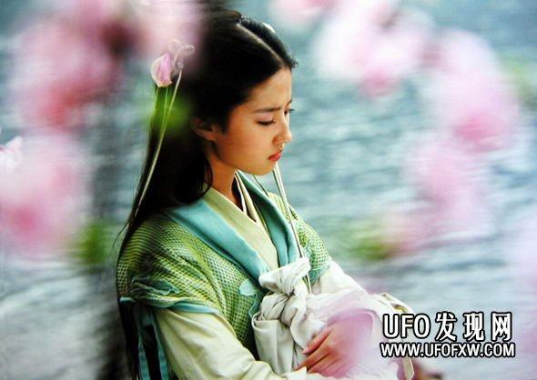 刘亦菲的眼睛为何漂亮,诀窍在这里