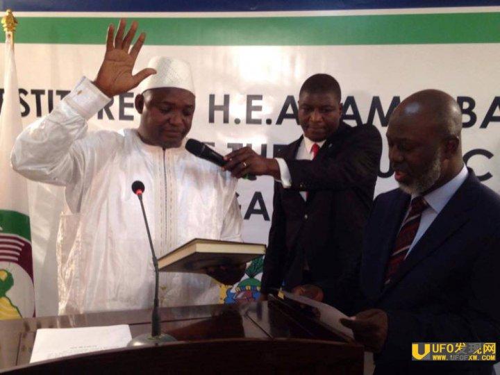 冈比亚新总统邻国宣誓就职