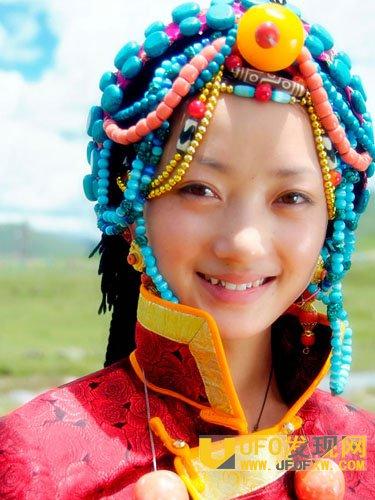 藏族姑娘资料图