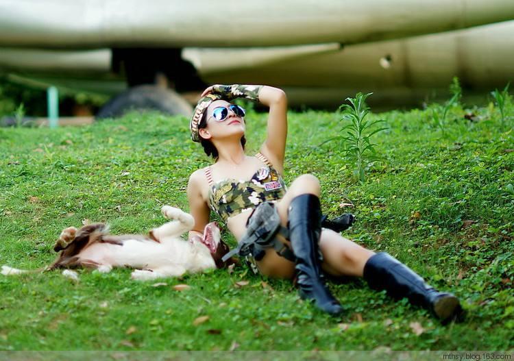 女人与大黑狗:竟偷偷干这事,上演人狗情为了