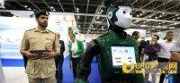 迪拜警察机器人上岗 精通6种语言