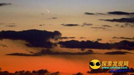 """""""恐怖火球""""极速划过英国上空 疑为UFO"""