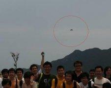 集体照乍现珠海荷包岛上空的UFO
