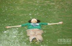"""公园惊现女""""浮尸""""打捞时竟然复活!"""