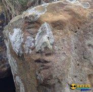 苏格兰海滩巨石上现诡异人脸