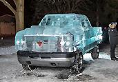 冰雕师5吨冰块打造冰汽车
